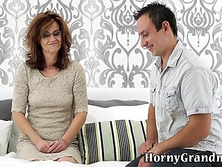 Old gilf gets oral sex and rides
