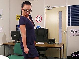 British cum therapist gets her face jizzed
