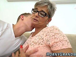 Spex gilf gives blowjob