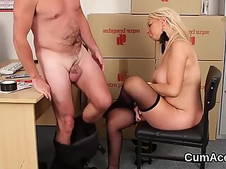 Foxy idol gets cumshot on her face swallowing all the love juice