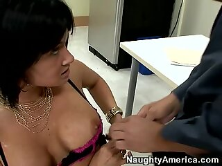 Tory Lane gives intensive blowjob
