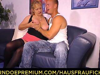 HAUSFRAU FICKEN - Amateur German granny fucks young cock
