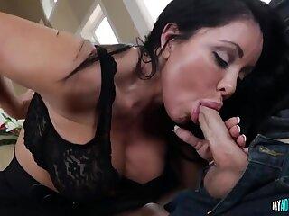 Hot Simone Garza Shows Blowjob Skills